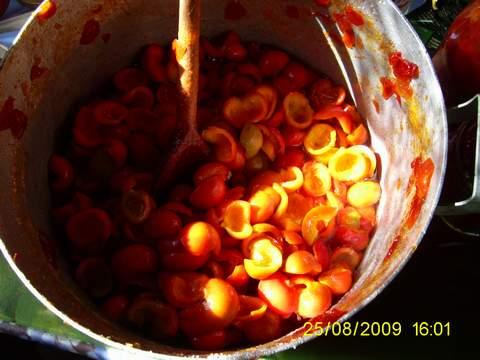 Wydrelowane łupiny owoców róż przygotowane do gotowania